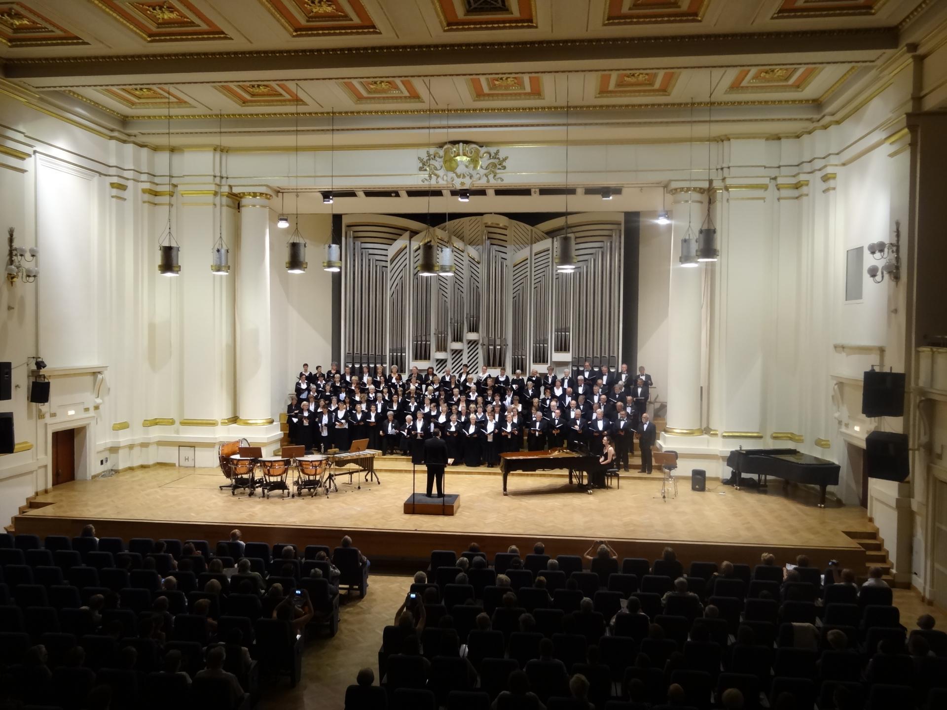 Le chœur en place